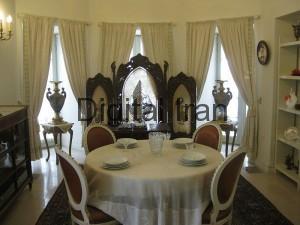 800px-Inside_of_ahmadshahi_palace